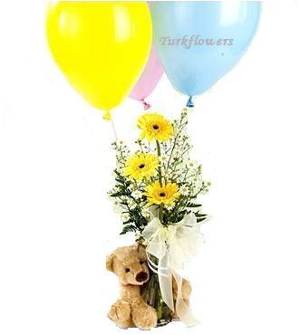Ayıcık balon ve gerberalardan oluşan aranjman