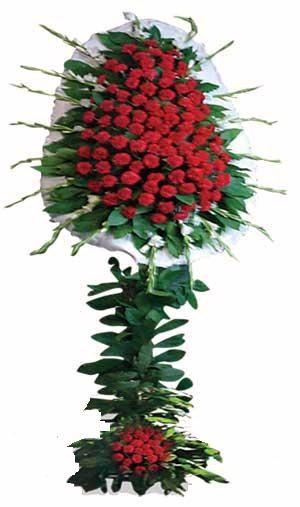 Kırmızı renkli karanfillerden oluşan ayaklı sepet , Düğün - Nikah Açılış çiçeği