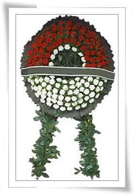 Kırmızı ve beyaz karanfillerden oluşan Cenaze çelengi