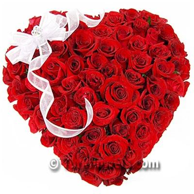 51 Adet Kırmızı gülden oluşan sevgiliye özel kalp aranjman