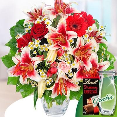 Vazoda lilyum ve güllerden oluşan aranjman vazo ve çikolata hediyeli