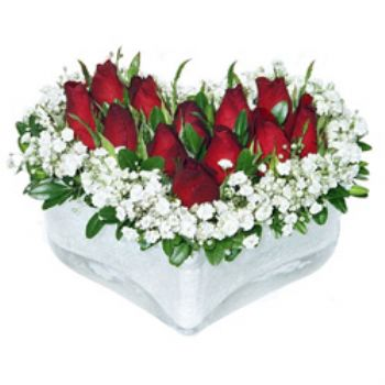 Kalp vazoda 11 adet kırmızı gül