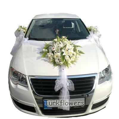 Beyaz gül ve lilyumdan oluşan gelin arabası modlei
