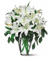 Beyaz Lilyumlardan Oluşan Buket
