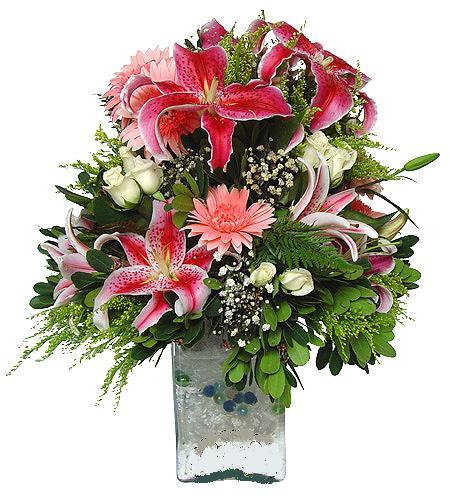 Pembe lilyum , Pembe Gerbera ve beyaz güller