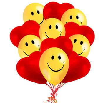 11 sarı gülen yüz ve kırmızı kalpler Balon