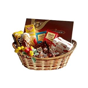 Çikolata ve şekerlemelerden oluşan sepet