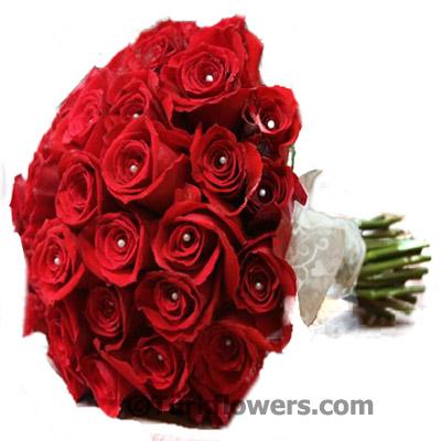 Kırmızı Güllerden Oluşan Gelin Buketi