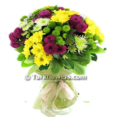 Renkli mevsim çiçeklerinden oluşan buket