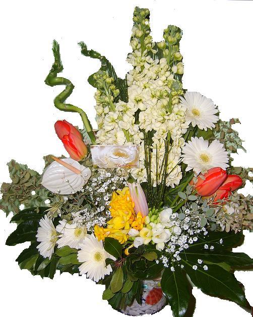 Spiral bambu ve mevsim çiçeklerinden oluşan Cam vazo arnjman