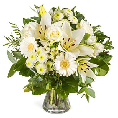 Beyaz Çiçeklerden oluşan buket