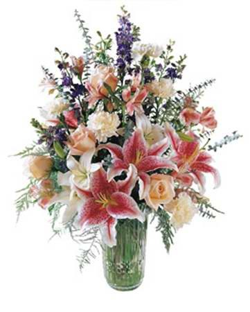 Vazoda lilyum ve mevsim çiçekleri