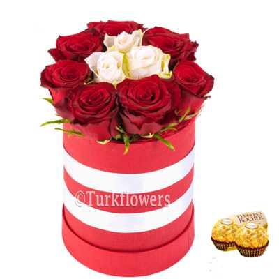 Kutuda 10 Güller ve çikolata