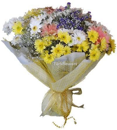 Renkli çiçeklerden oluşan kır çiçeği  buket