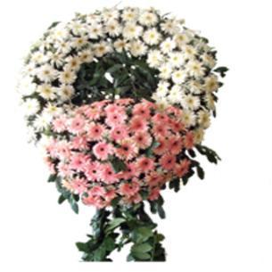 Pembe beyaz çiçekerden oluşan cenaze çelengi
