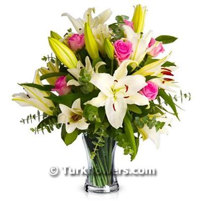 Beyaz Lilyum ve Pembe Güller
