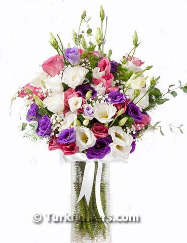 Vazo içerisinde renkli lusyentuslar