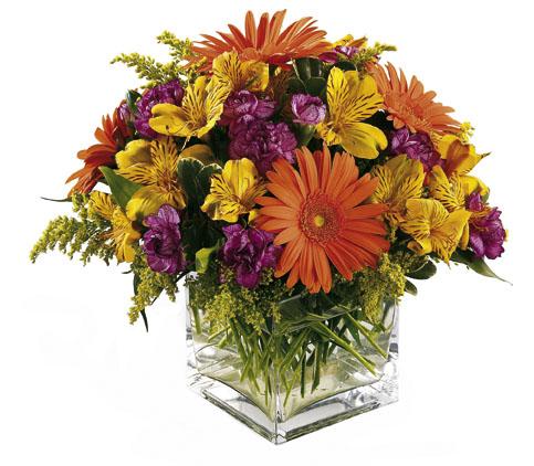 Mevsim çiçeklerinden oluşan buket