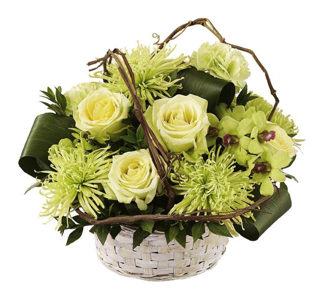 Sepet içerisinde beyaz çiçekler