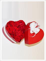 Romantik gul aranjmanı kalp kutu da