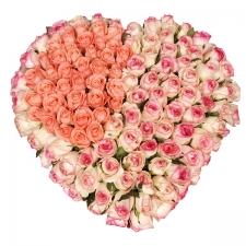 Kalp şeklinde pemebe Güllerden Oluşan aranjman
