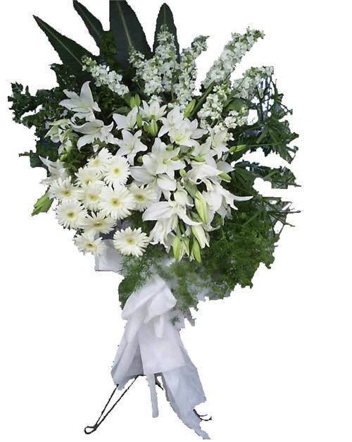 Şebboylar ve beyaz lilyumlardan oluşan ferforje düğün ve açılış çiçeği