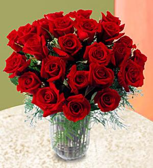 24 Adet kırmızı gül Cam vazo aranjman