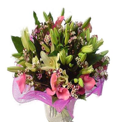 Asya lilyumu , gala ve mevsim çiçeklerinden oluşan buket
