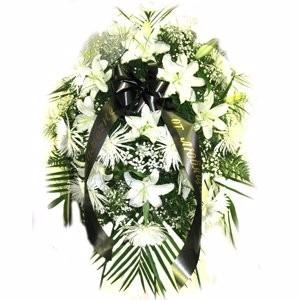 Lilyum ve beyaz çiçeklerden olşan cenaze çiçeği