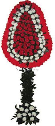 Kırmızı ve beyaz Çiçeklerden oluşan  Çelenk modeli