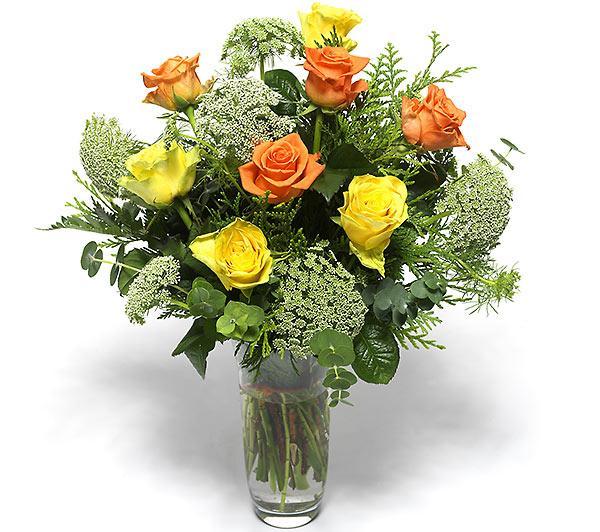 Renkli güllerden oluşan aranjman