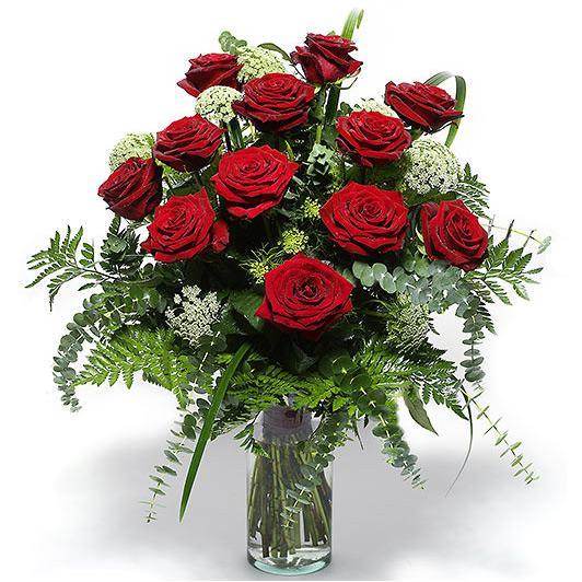 Cam vazo içerisinde 12 Adet kırmızı gül