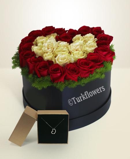 Kırmızı Beyaz Güller ve Kalp kolye