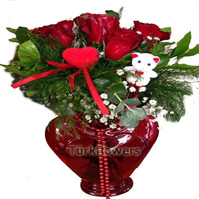 Cam Kalp Vazo içerisinde 5 adet kırmızı gül Sevgililer günü çiçek modeli