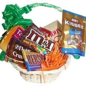 Sepet içerisinde full çikolata