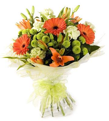 oryantal lilyum ve mevsim çiçeklerinden oluşan buket