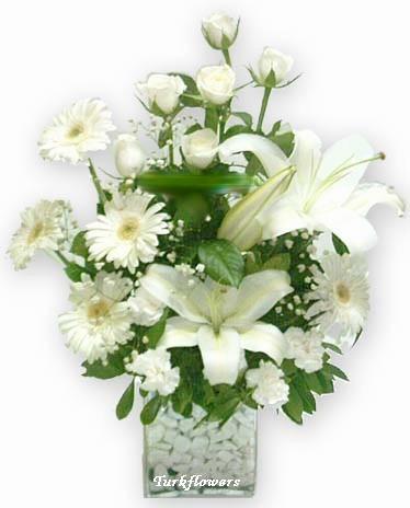 Beyaz lilyum , gerbera ve güller