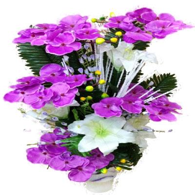 Lila renkli yapay çiçek