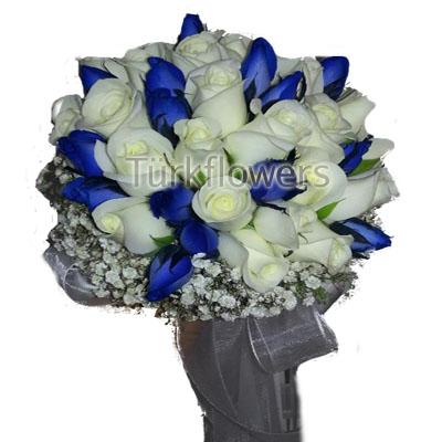 Mavi Ve Beyaz güllerden oluşan gelin buketi