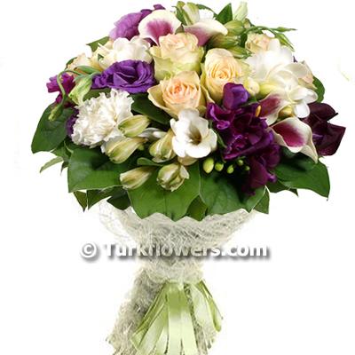 Mor lusyantus ve beyaz çiçekler