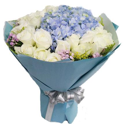 Ortanca ve Beyaz güller
