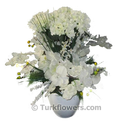 Ortanca ve orkidelerden oluşan beyaz yapay çiçek