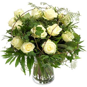 Özel Beyaz Güllerden Oluşan Buket