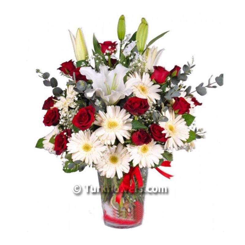 2 dal beyaz lilyum ve  kırmızı gül`den oluşan cam vazo aranjman