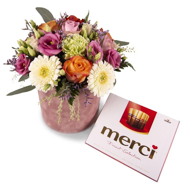 Kutuda çiçek ve çikolata