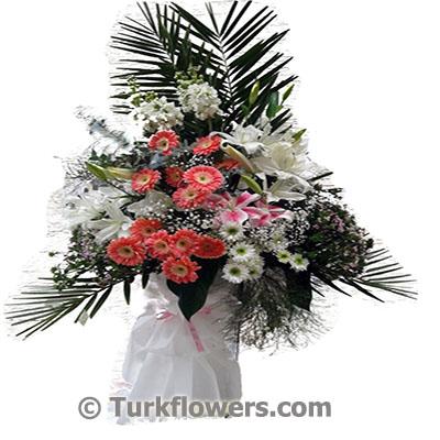 Renkli çiçeklerden oluşan ferforje