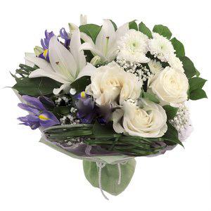 Lilyum Beyaz güller
