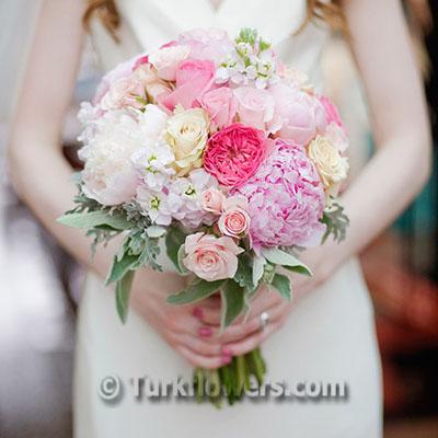 Pembe gül ve şakayıklardan oluşan gelin eli çiçeği