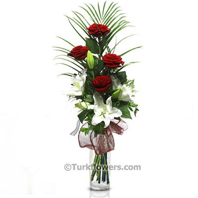 Sevgililer Günü Çiçeği 4 Adet Kırmızı gül 1 dal Lilyum dan oluşan aranjman