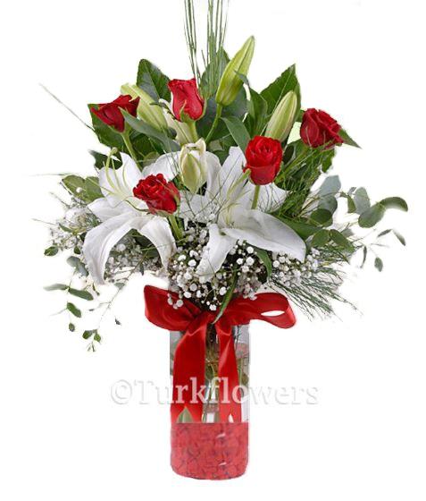 Kırmızı Güller ve Beyaz Lilyum